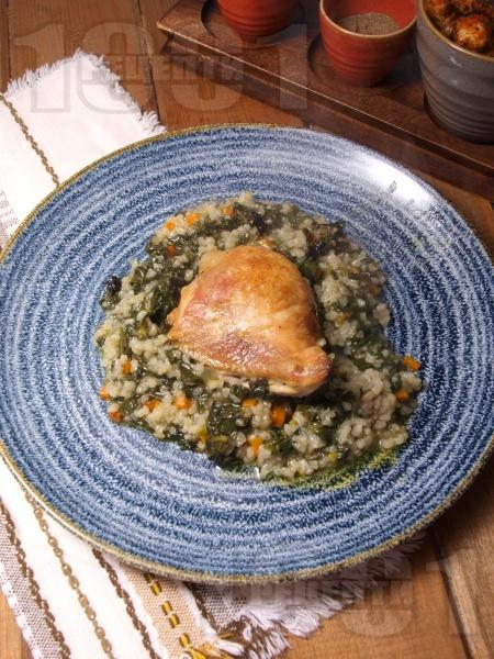 Класическа рецепта за печени пилешки бутчета с ориз и спанак на фурна - снимка на рецептата